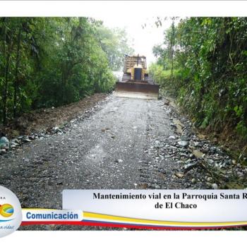 Mantenimiento vial en la Parroquia Santa Rosa - Cantón Chaco