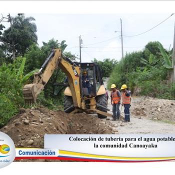 Colocación de tubería para agua potable en la comunidad Canoayaku